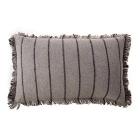 Coussin rectangulaire 50 x 30 cm en laine rayé gris Swan